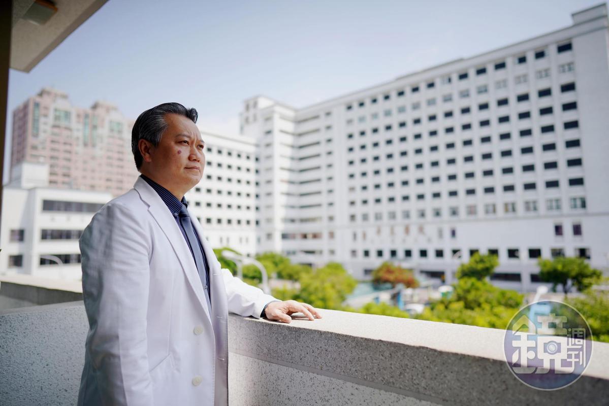 陳志金是奇美醫院加護病房主任,十年來推動醫病溝通、醫療團隊合作。