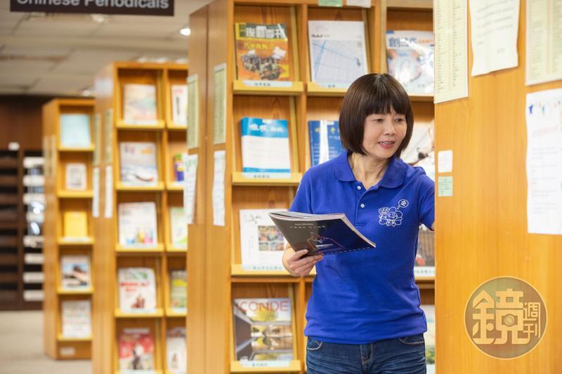 江季芸常到銘傳大學圖書館吸收新知,投資理財相關書籍已閱讀不下百本。