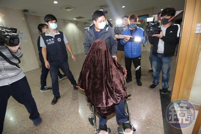 黃琪(前)涉假冒台大名醫及香港富商李嘉誠名義,企圖向中衛詐騙1萬個口罩,複訊後被檢方聲請羈押禁見。
