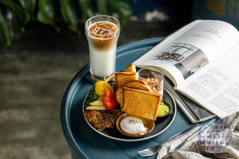「Resort Brew Coffee Co.」的「歐陸式早午餐」從麵包、醬汁、蔬菜到主餐、飲品有多種選擇,一盤集滿蛋白質、澱粉和蔬果,營養均衡。(330元/份,附特定飲品,更換其他飲品可折抵50元)