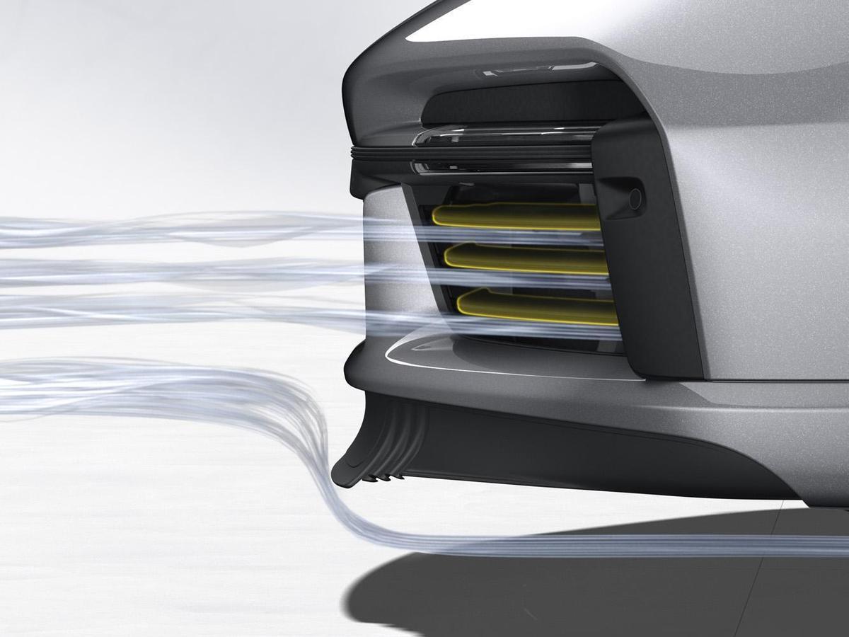 車速超過150 km/h起,主動式導流板會線性地開啟,以強化高速行駛中的空氣力學平衡。