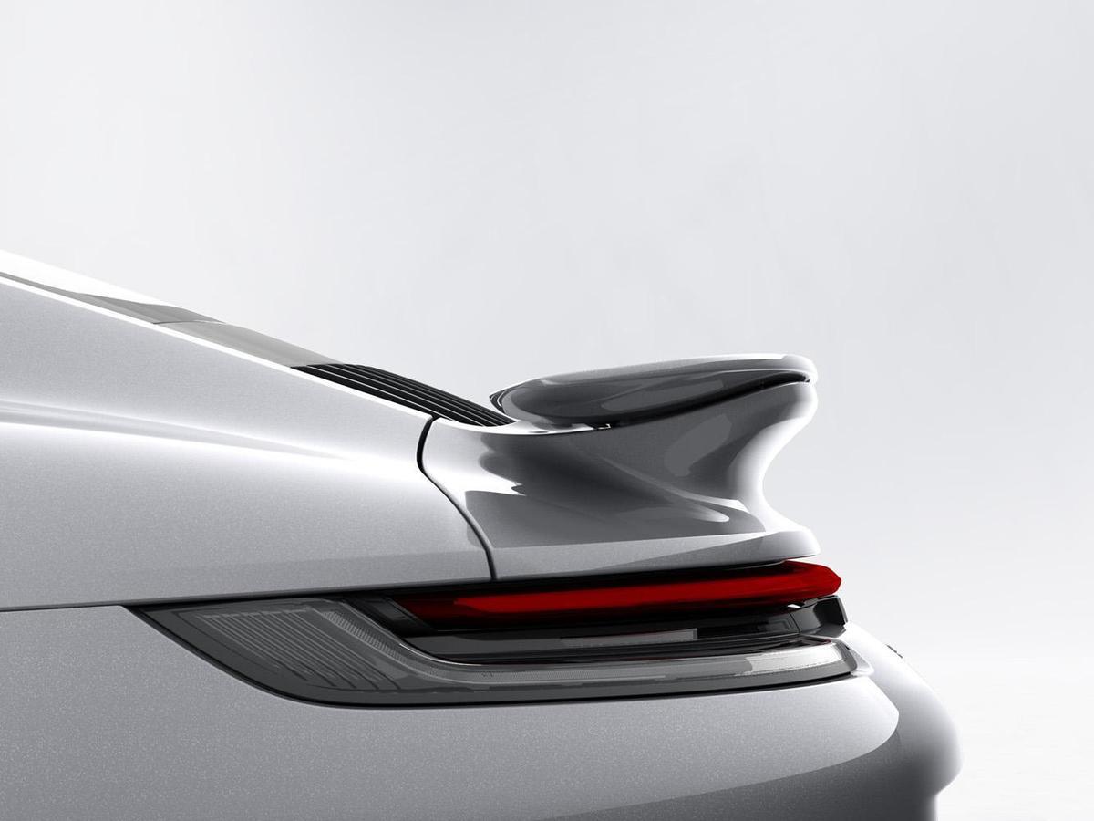 尾翼採用輕量化結構,較前代車型除重量減輕440克,可提供空氣力學表現的有效面積則增加8%。