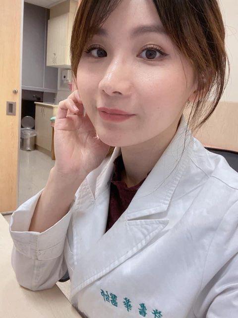 許書華是輔大醫院家醫科醫師,學經歷相當豐富。(翻攝自臉書,許書華醫師-陪妳寫日記)