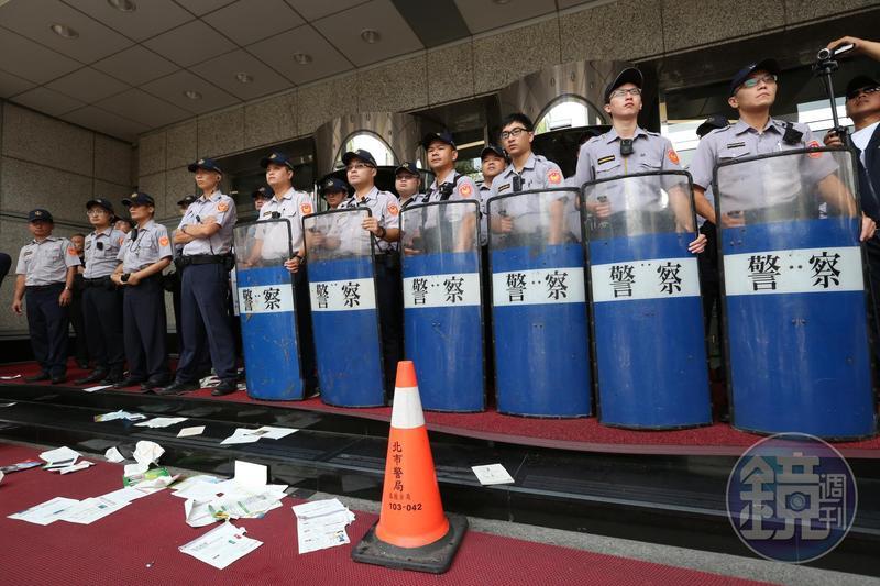 人民保母警察站在第一線保護人民。示意圖,非當事人。(本刊資料照)