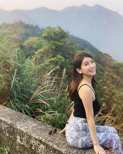 正妹隨後就被網友神出來,原來是日本寫真女星亞里沙。(翻攝自IG)