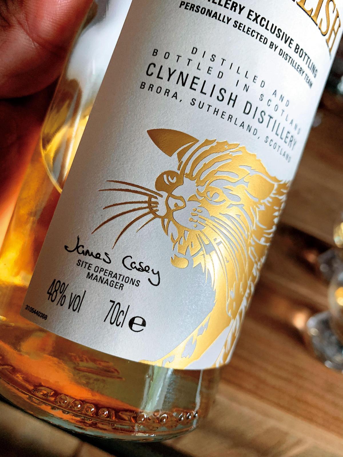 1819年第1代Sutherland公爵建立了酒廠,以家徽上的山貓圖騰做為標誌,從此跟著克里尼許威士忌。