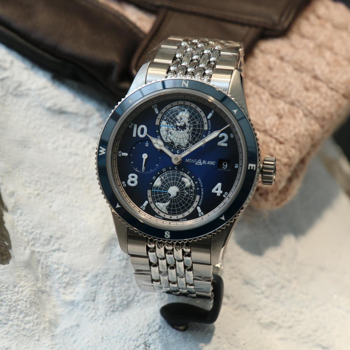 1858系列Geosphere世界時腕錶,鈦金屬材質錶殼,首度裝配復古造型的鏈帶,更採用「雙材質」組合,中間珠鏈為不鏽鋼,兩側為鈦金屬材質。定價NT$204,100。