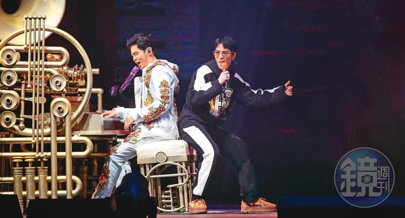蕭敬騰(右)與圈內大咖男星的互動頗受大家關注,尤其跟周杰倫(左)更到達「只有我可以激怒他」的境界。