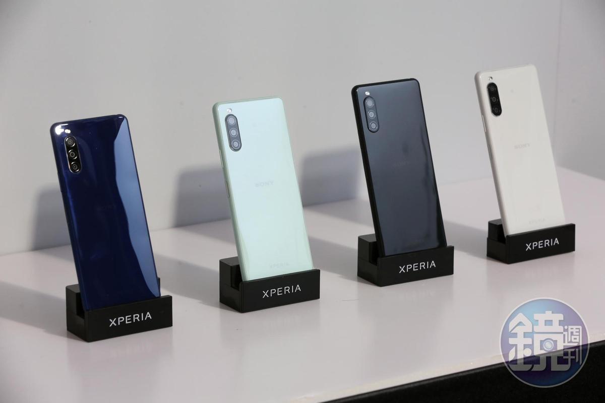 Xperia 10 II為目前市場上首款價格帶落在新台幣萬元左右,且具有防水、OLED螢幕、夜拍模式3大功能的中階手機。