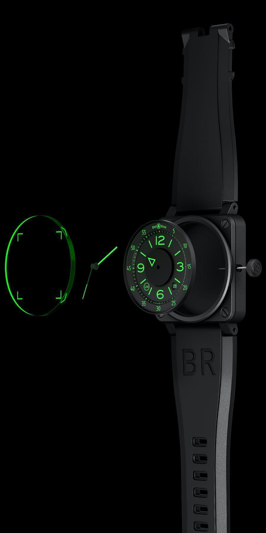 BELL & ROSS BR 03-92 HUD 採用綠色水晶玻璃與螢光塗層,模擬出多層次的視覺效果。