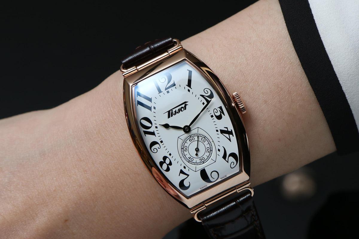 雖然Heritage Porto現今的設定是女錶,但31.1 x 42.45mm的尺寸,如果是腕徑較小的男性,或者是追求復古風格的玩家,其實還是很合宜的尺寸。
