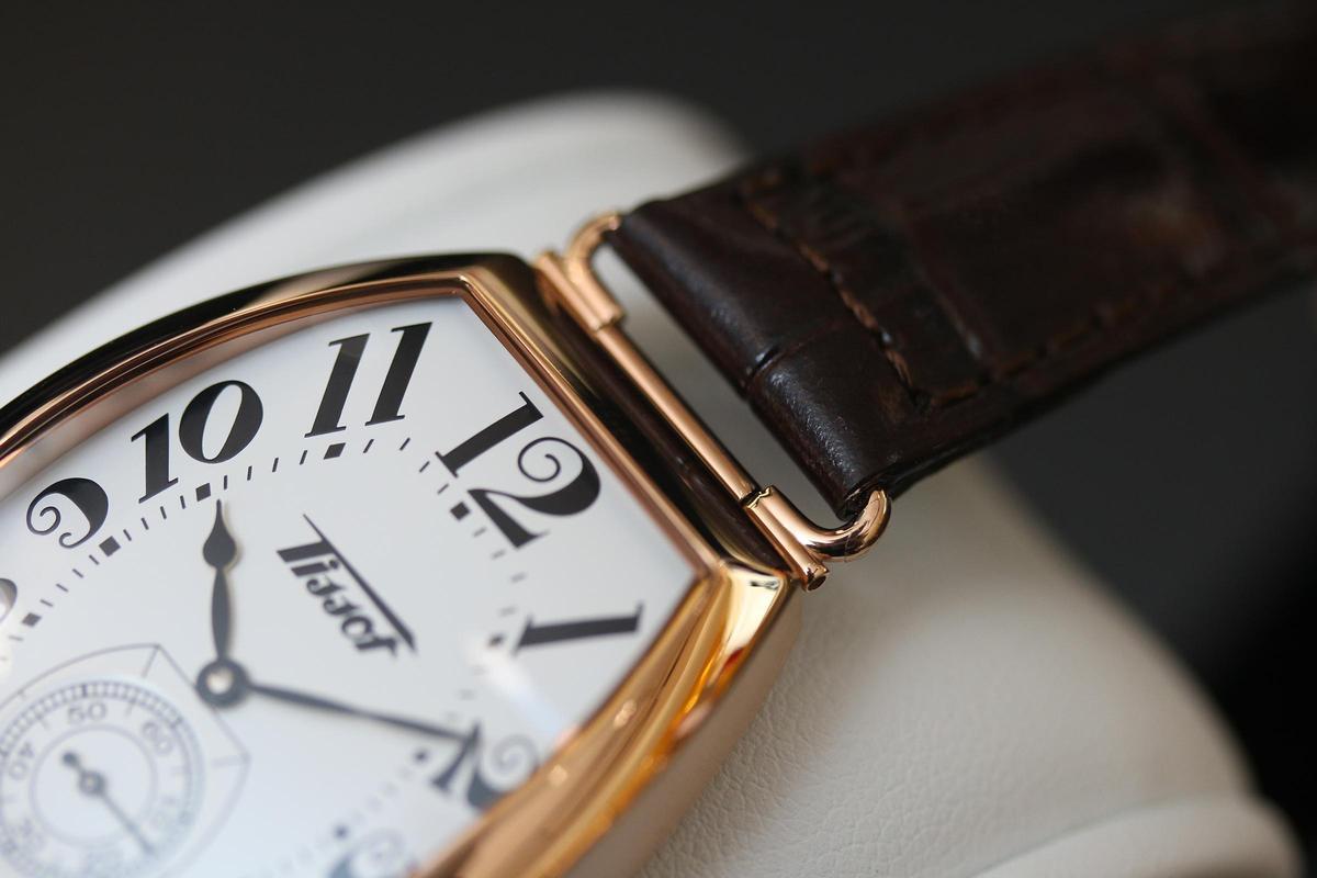 今年Heritage Porto特別把錶耳改了造型,猶如早期手錶焊上鐵線做錶耳的方式,更具復古情懷。