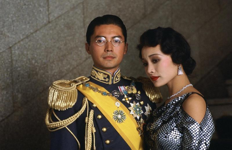 尊龍在《末代皇帝》飾演清朝最後一位皇帝溥儀,他的貴氣與風度氣質在片中迷倒不少影迷,右為飾演婉容皇后的陳沖。(甲上提供)