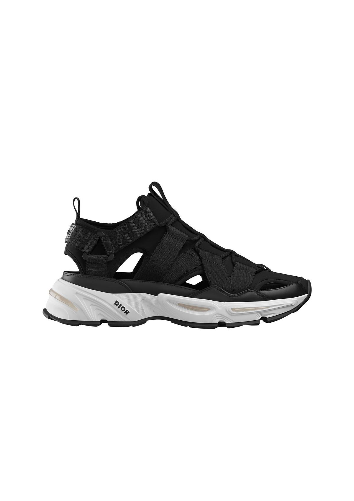 CD1黑色潛水布及尼龍涼鞋。NT$30,000。(Dior提供)
