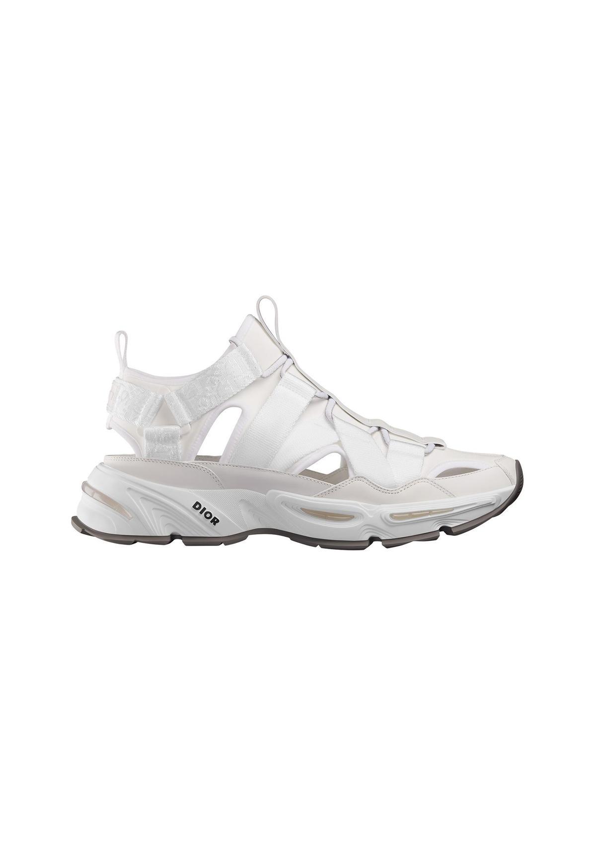 CD1白色潛水布及尼龍涼鞋。NT$30,000。(Dior提供)