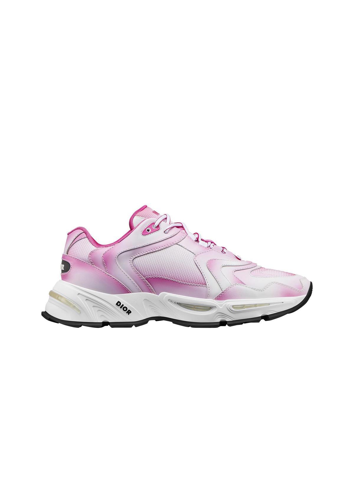 CD1粉色漸層網孔休閒鞋。NT$40,000。(Dior提供)