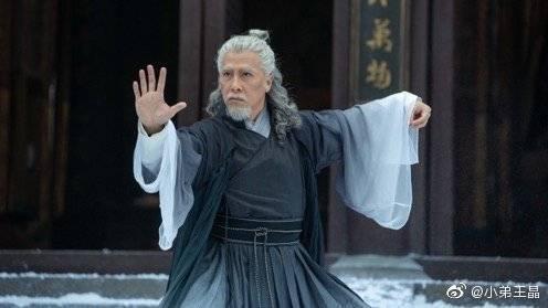 甄子丹客串飾演張三丰,白髮白眉的造型也算是仙風道骨。(王晶微博)