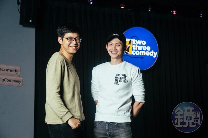 博恩(右)和微笑丹尼因站立喜劇結緣,去年成立台灣首家中英文喜劇酒吧二三喜劇俱樂部。