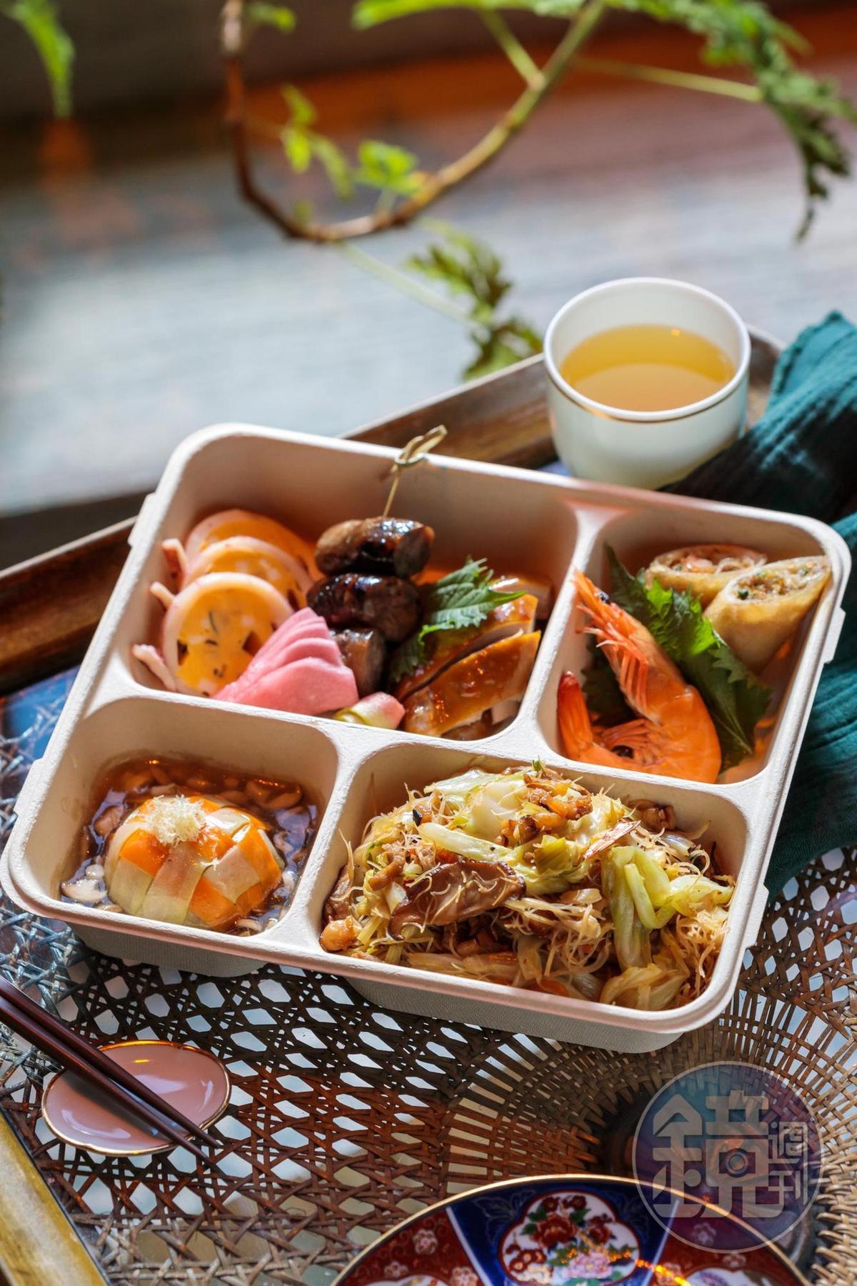 「豐‧星級台式手工精緻餐盒」裡有超人氣「古早味炒米粉」「扁魚春捲」「蒲瓜封」等復古手工菜。(380元/盒)