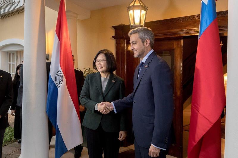 巴拉圭參議院投票是否轉向北京政府,最後以9票之差險與台灣斷交。(翻攝自蔡英文臉書)
