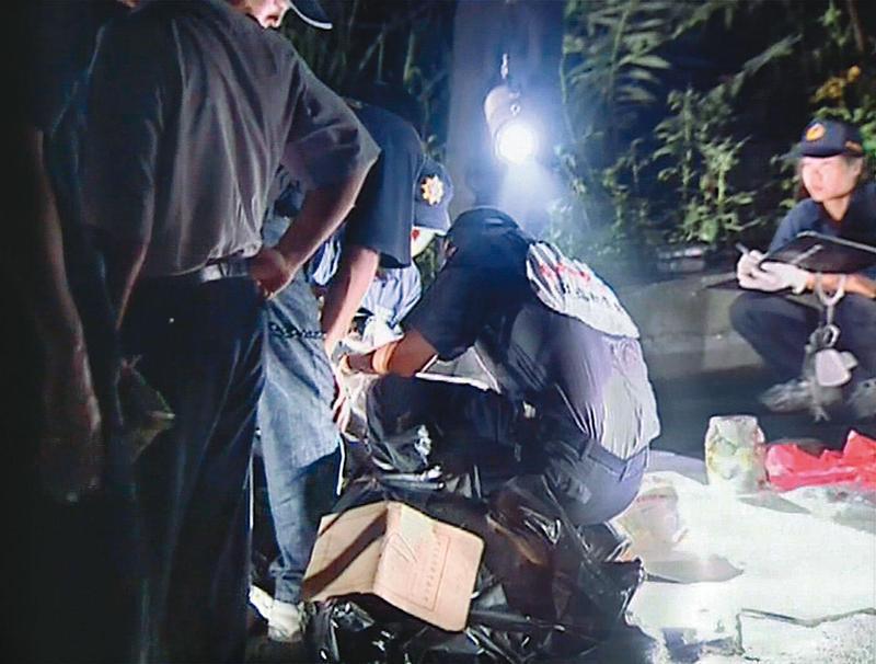 2002年8月,彰化田中赤水崎公園登山步道旁的排水溝,發現燒焦女屍。(東森新聞提供)