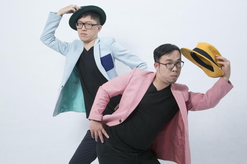 喜劇演員要認清自己的特色,藉由喜劇橋段把劣勢變優勢,圖為台灣漫才團體「達康.com」成員陳彥達(右)和何瑞康。(翻攝自nuiblanchetaipei.info)