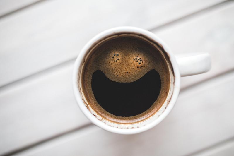 國際護師節國內廠商感謝醫護付出,推出拍手送免費美式咖啡活動,示意圖。(攝影師:Kaboompics .com,Pexels提供)