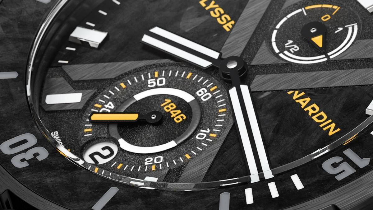 X字樣的拉絲處理、和小秒盤及動力儲存指示盤上的粒狀紋,以及從錶圈延伸至面盤上的碳纖維紋,組合出面盤的層次感。