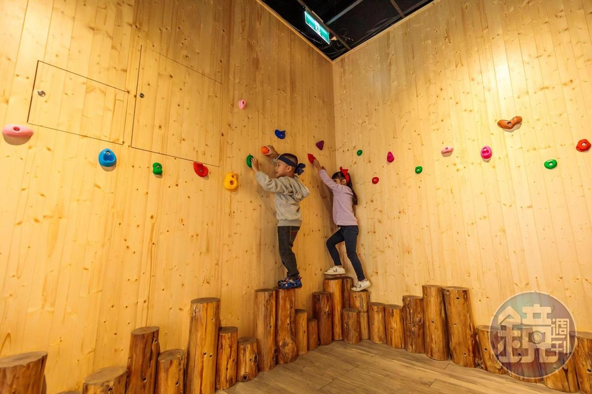 走壁術像是飛岩走壁,考驗身體的平衡感。