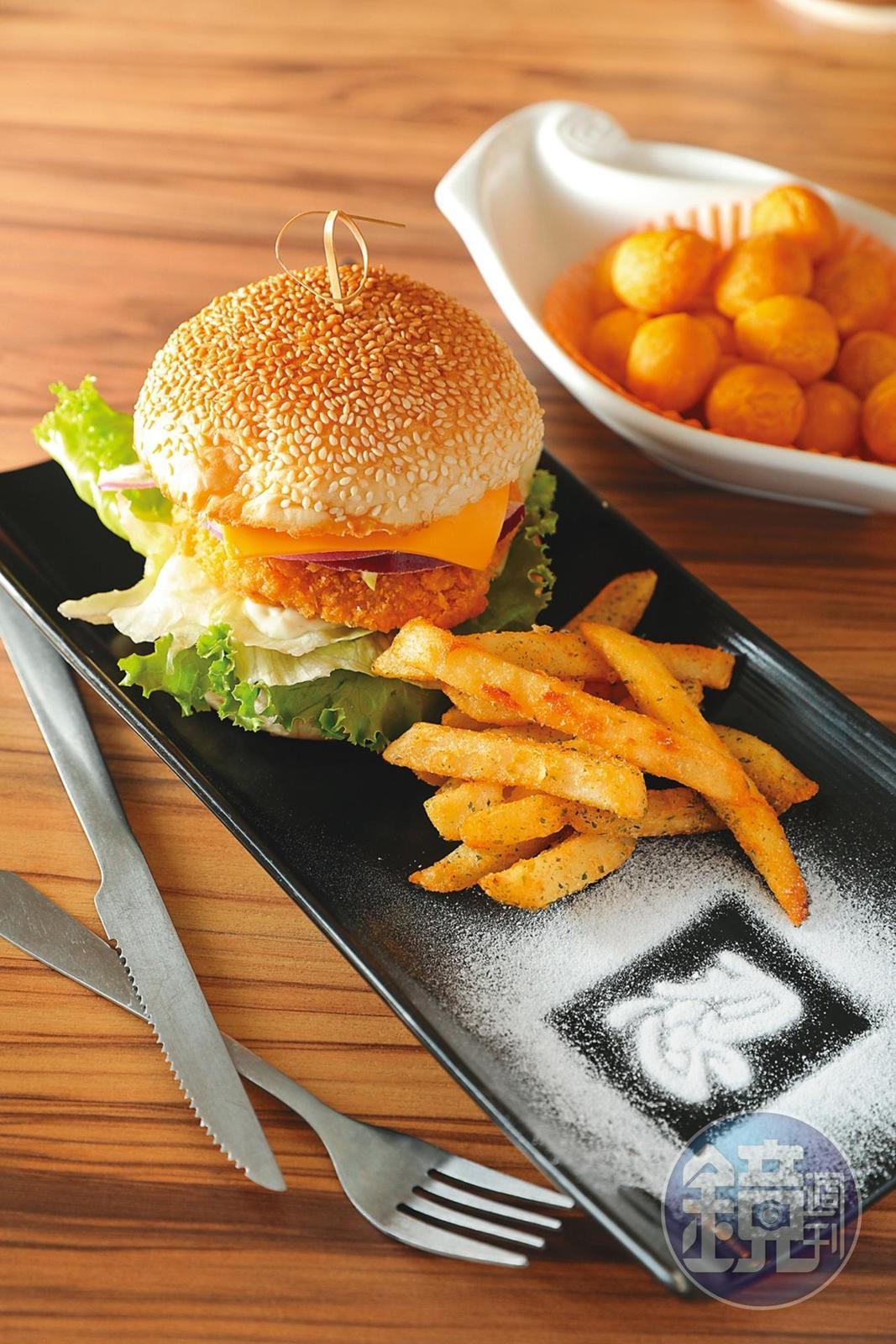 「五色忍者堡」最受小朋友歡迎,雞肉漢堡配薯條,分量超大。(150元/份)