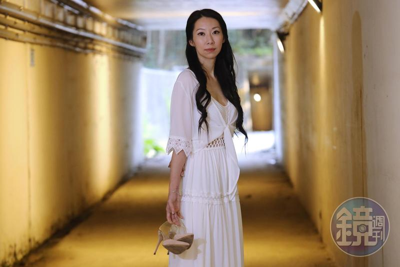 胡黎因兒子罹患敗血症,24歲入行當酒店經紀。