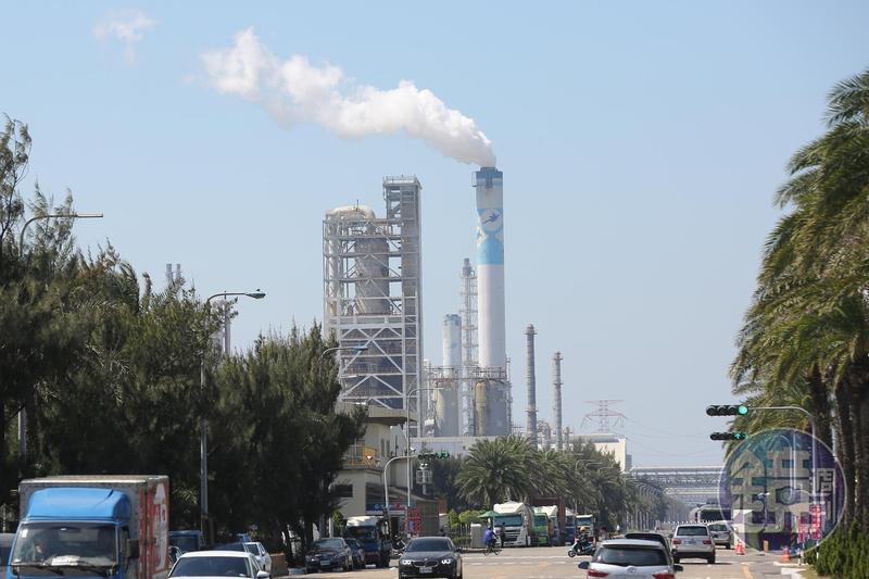 疫情逐步和緩,下半年製造業需求可望回溫,塑化股有機會走出谷底。