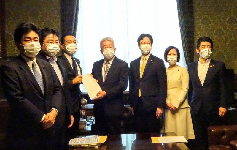 日本在野黨提出支持窮困學生的紓困法案。(圖片翻攝推特)