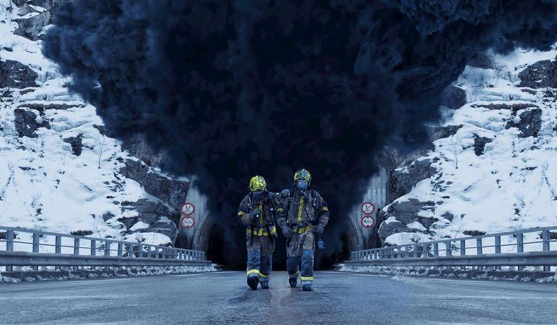 《奪命隧道》陷入油灌車火海的隧道,只能靠救難隊解救。(威望國際)