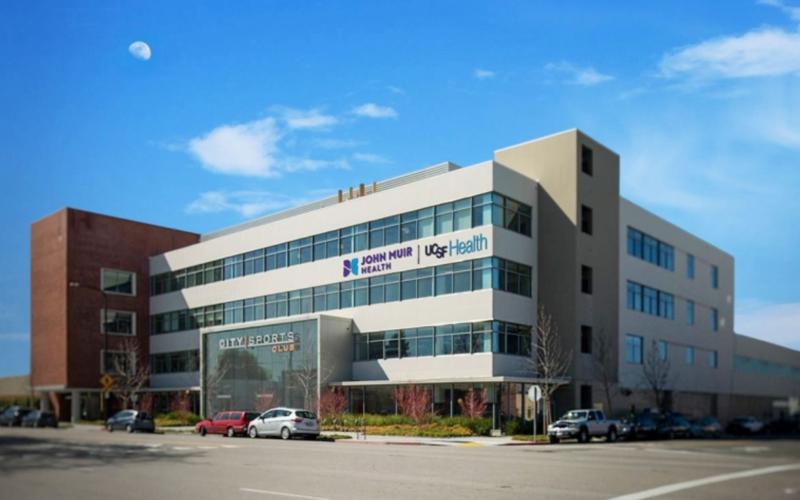 加州的醫療體系特殊,一般醫院沒有門診,看診要到門診中心或診所。圖為加州奧克蘭的柏克萊門診中心。(取自Berkely Outpatient Center官網)