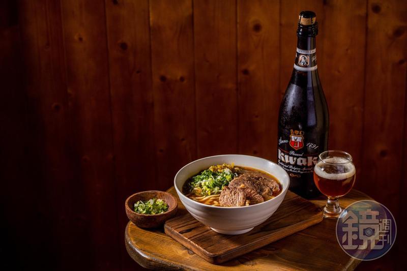 紅燒牛肉麵適合搭配有焦糖麥香的琥珀啤酒。