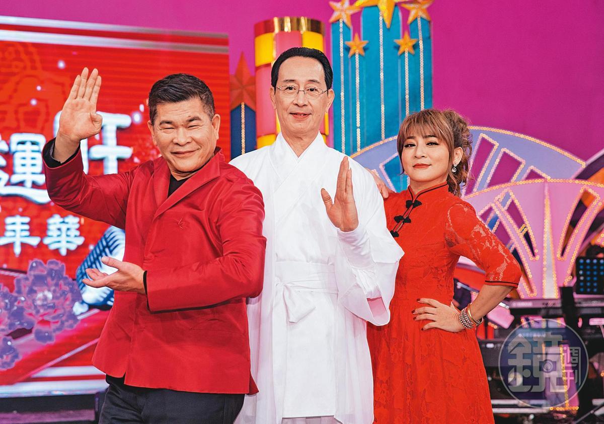 關聰(中)經營「關記」XO醬生意多年,曾數度上節目宣傳。左為澎恰恰、右為王彩樺。