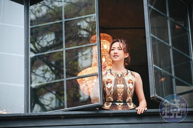 范宸菲演出《炮仔聲》壞女人夏盈盈常有無法出戲的時候,下戲後利用騎單車或走路方式放空思緒。