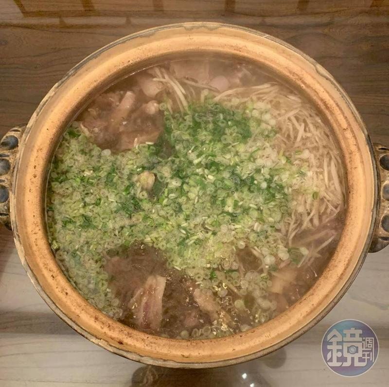 明福版的「清燉牛腩湯」,完全不加滷包,調味也極少,完全以好食材決勝負。