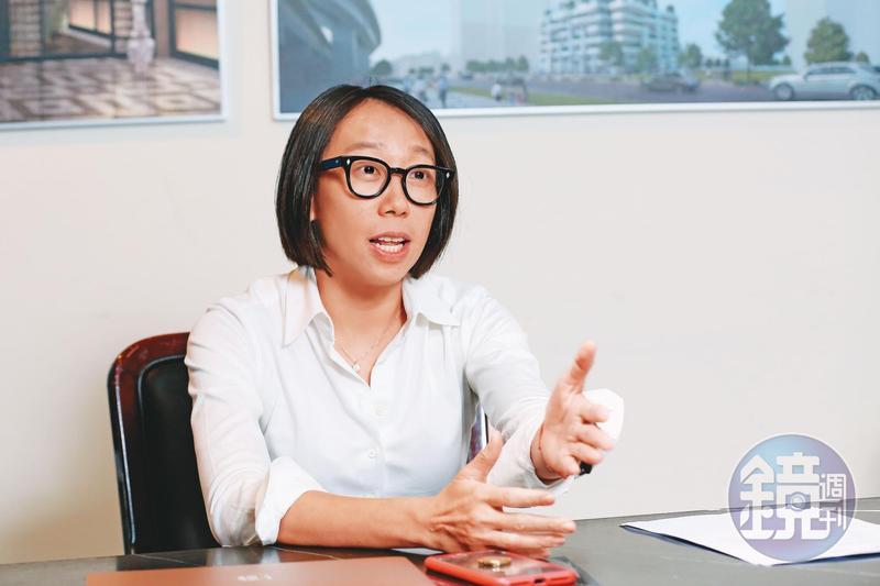 面對三圓青島小股東透過媒體放話,王雅萱以董事長身分出面為父喊冤。