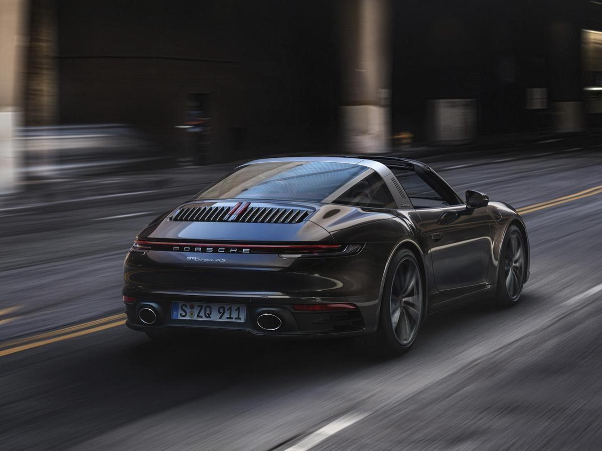 整體而言,增加的前軸驅動力搭配保時捷循跡管理系統(PTM)賦予全新911 Targa 4S在各種道路條件下均更出色的循跡性。