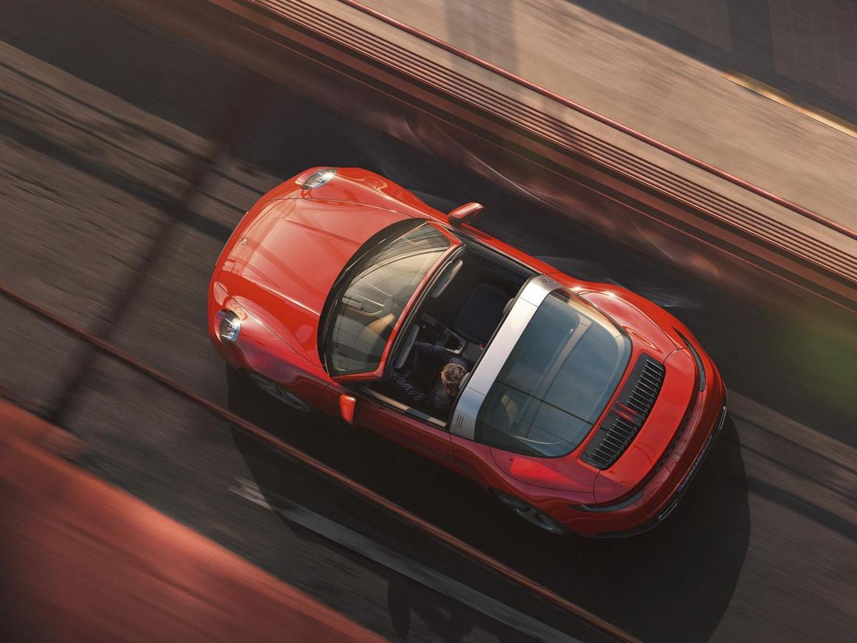 全新911 Targa 4S則具備450 PS(331 kW)的強悍動力,較前世代多出了30 PS(22 kW)於2,300 - 5,000 rpm之間,最高扭力530 Nm較前世代車型高出30 Nm。