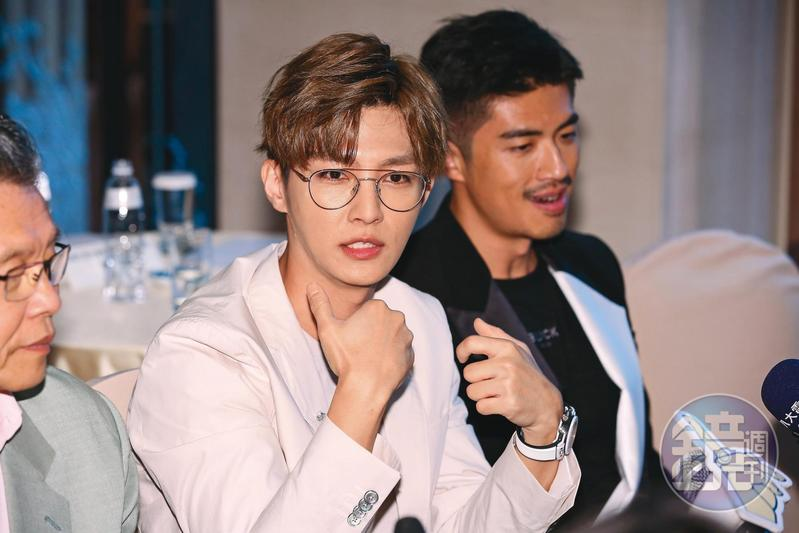 炎亞綸(左)雖跟汪東城一夥人私下不是朋友,但外型走的路線卻意外相似。右為梁正群。