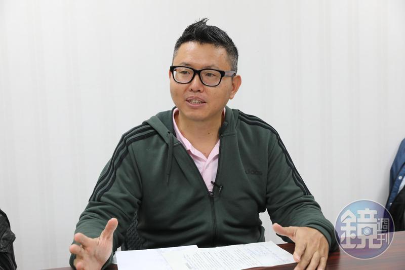 台北市議員召開記者會,指控邱姓名作家與兒子聯合永慶房屋,用不實話術欺騙小資族買海砂屋。