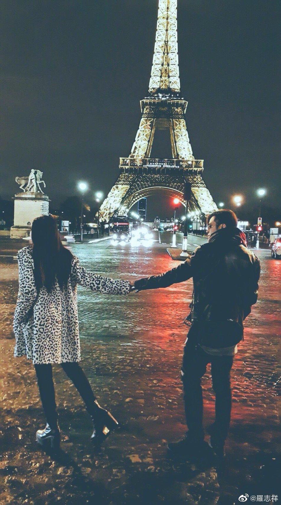 巴黎鐵塔前的照片,是當初2人交往時,沒有發布的合照,但羅志祥選在520當天發布了。(翻攝自羅志祥微博)