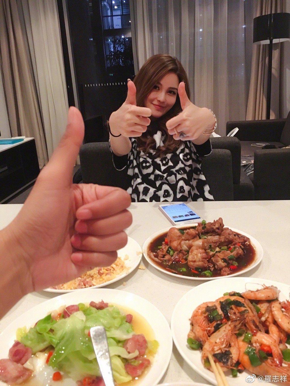 周揚青飛到羅志祥工作的城市,為他做了滿桌他愛吃的菜。(翻攝自羅志祥微博)