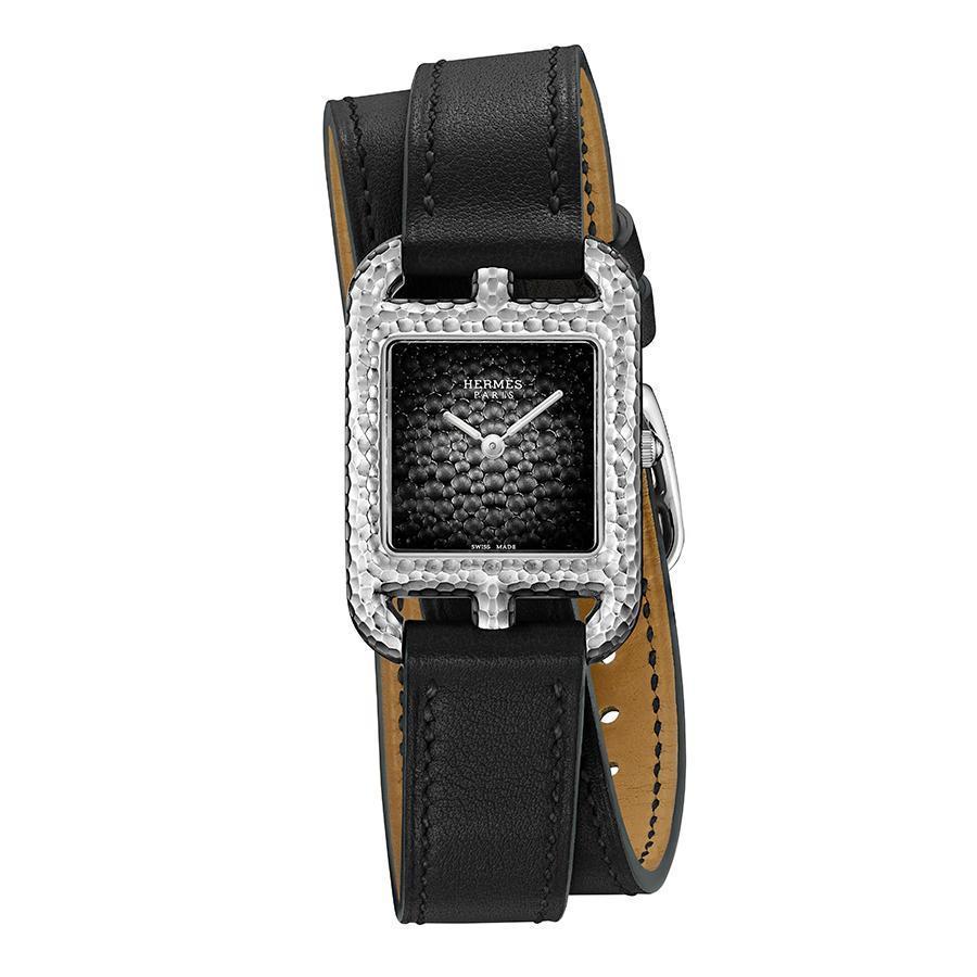 錶徑23x23mm、不鏽鋼材質、石英機芯、時間指示、建議售價NT$ 124,400