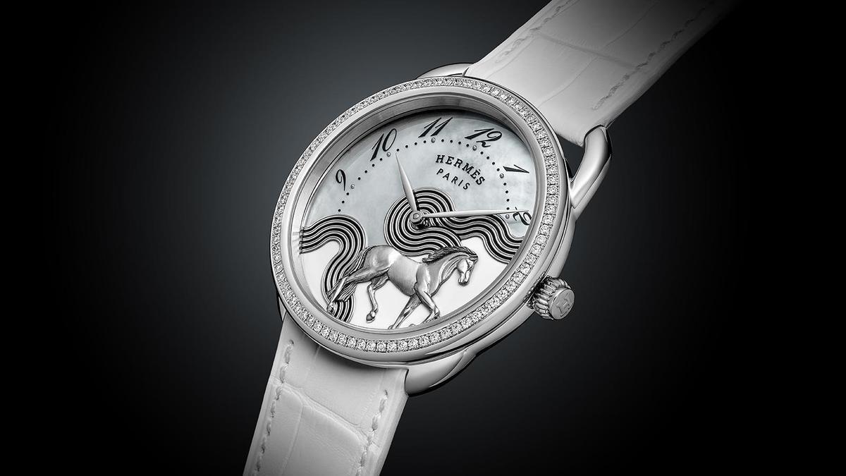 錶徑38mm、18K白金材質、H1912自動上鏈機芯、時間指示、錶款鑲鑽82顆、防水30米、限量24只、建議售價約NT$ 1,649,200