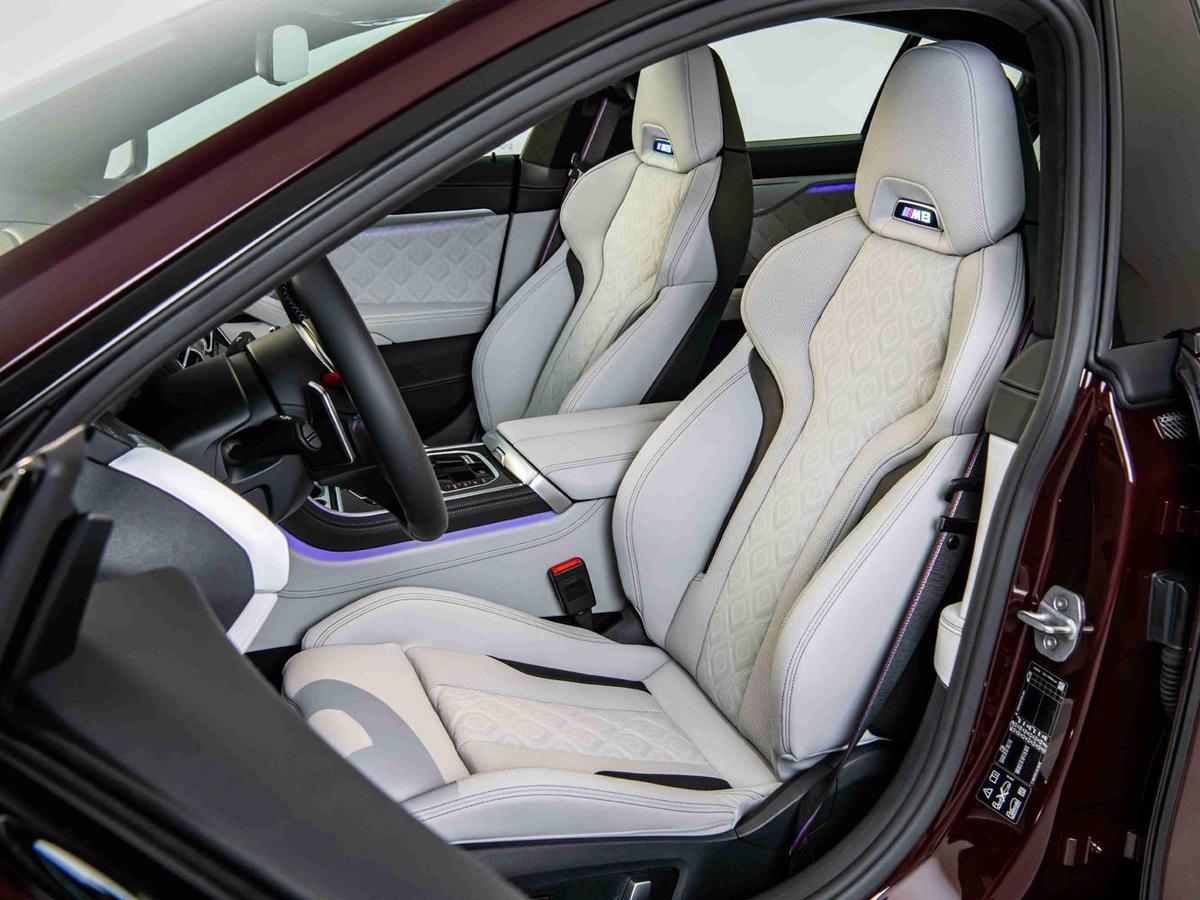 Merino真皮的M專屬雙前座電動座椅含記憶、通風、加熱與電動腰靠功能。
