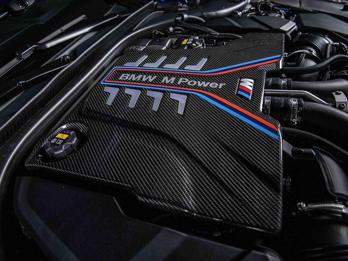 由BMW M GmbH專屬調校的最強心臟M TwinPower Turbo S63引擎可選配M碳纖維引擎飾蓋。